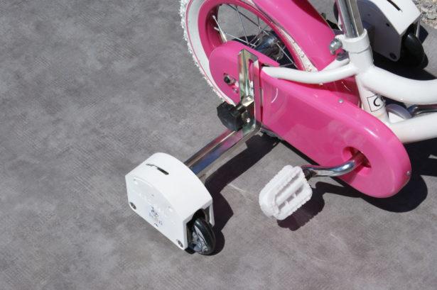 Le stabilisateur JustED se fixe facilement à la place des roulettes