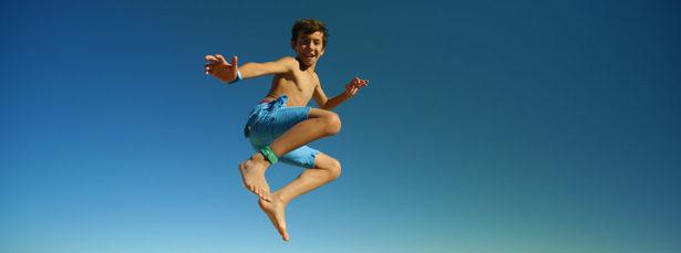 Même dans l'eau ou près d'un point d'eau, votre enfant sera protégé avec son bracelet anti-moustique Para'kito