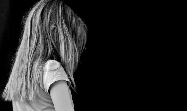 vaincre-poux-enfant-cheveux-longs