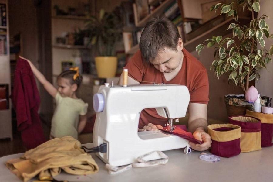 Comment réparer les habits des enfants ? Conseils et astuces