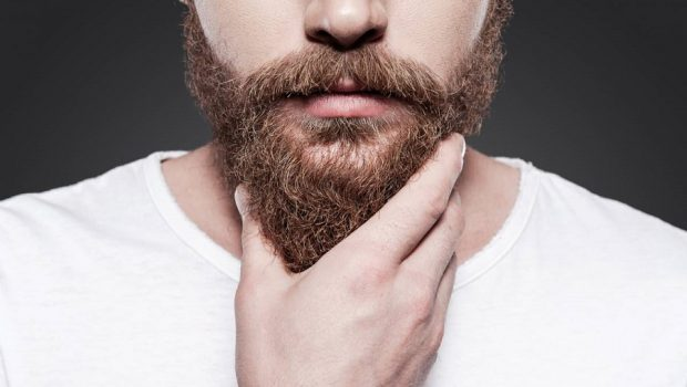 Poils blancs : comment teindre sa barbe ?